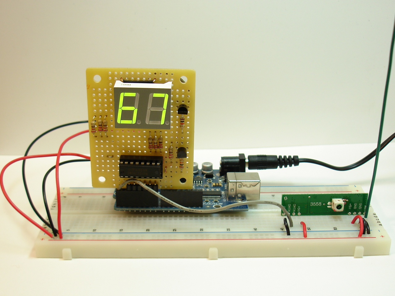 RF receiver with temperature display