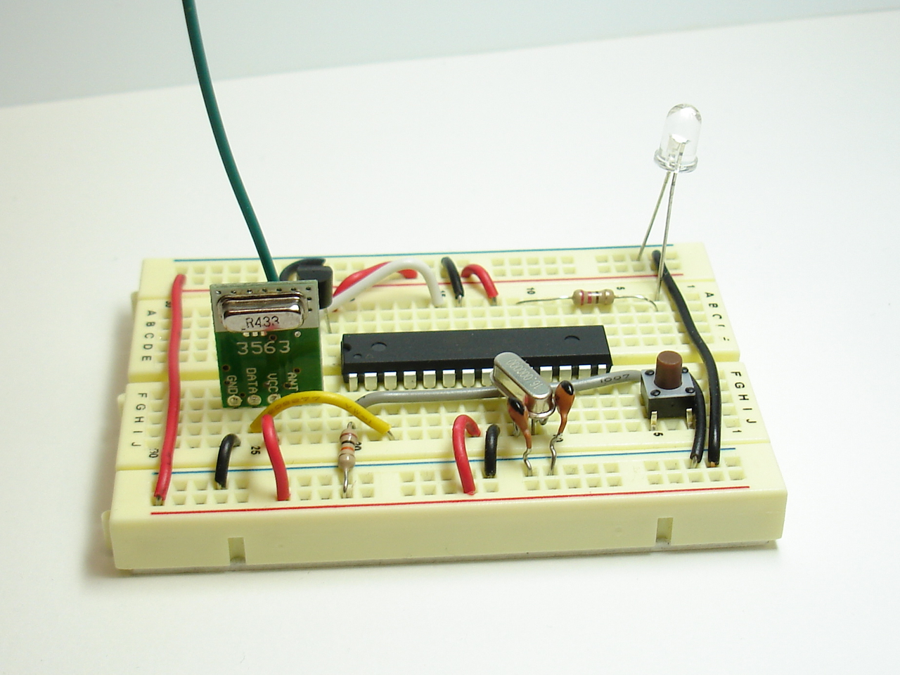 Project Lab Simple Digital Thermometer With Avr Schematic Rf Transmitter And Temperature Sensor On Breadboard Arduino